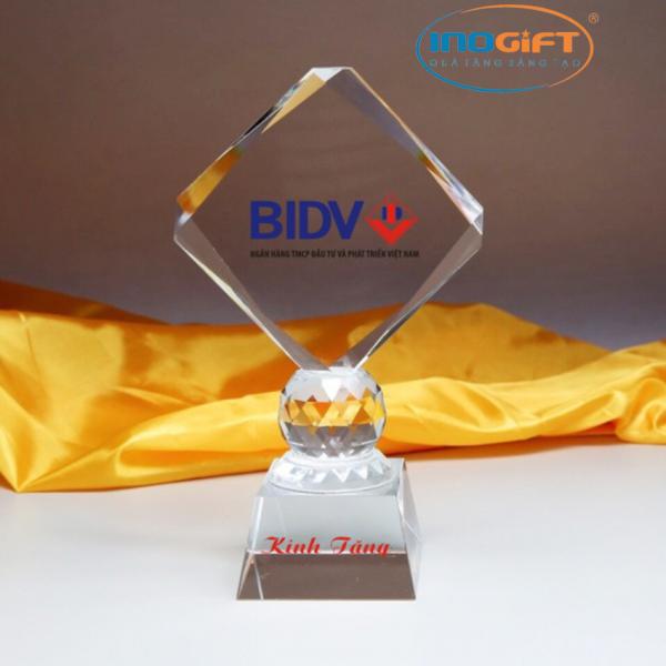 [ Gợi ý ] Quà tặng cho nhân viên xuất sắc | Công ty quà tặng sáng tạo