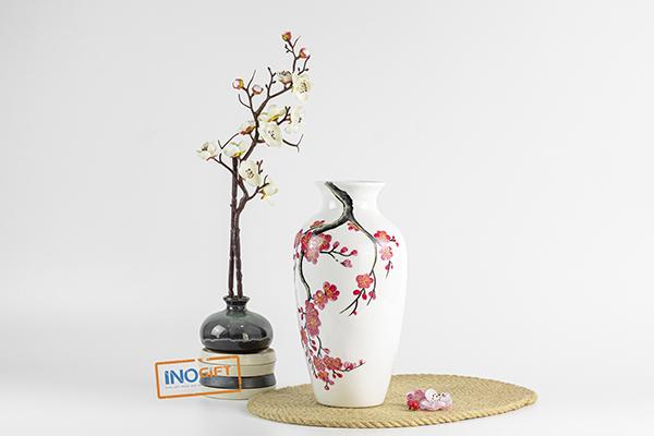 Bình hoa Bát Tràng sơn mài vẽ hoa mai