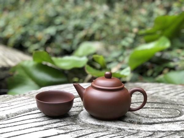 Bộ ấm trà an thổ túc mộc mạc, thích hợp cho người yêu thích sự đơn giản, thanh lịch