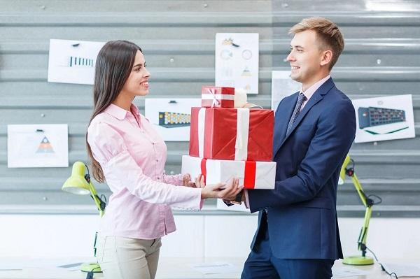 [ Giải đáp ] quà tặng nhân viên có phải xuất hóa đơn không ?
