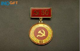 [ Giải đáp ] Huy hiệu đảng cộng sản đeo bên nào ? hiện nay có mấy loại ?